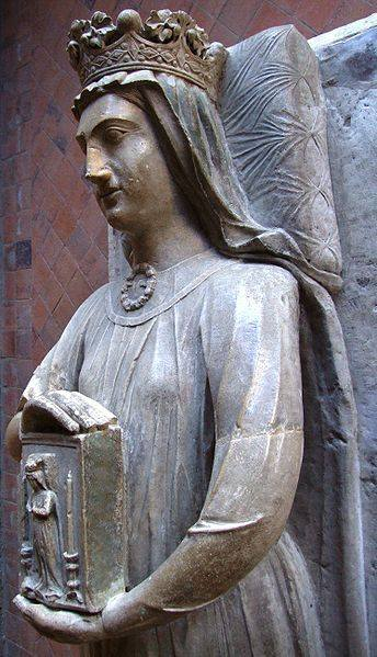 Effigy of Berengaria in the chapter house of L'Abbaye de l'Epau, Le Mans, France Photo by MOSSOT