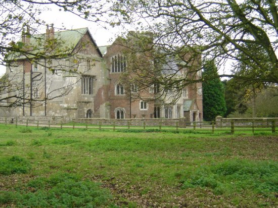 Ruins of Watton Abbey where Marjorie Bruce was held captive in England. Photo by Ian Lavender, Creative Commons Attribution Share-alike license 2.0