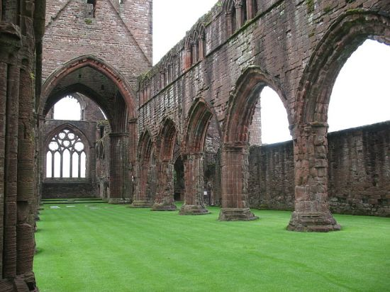 Ruins of Sweetheart Abbey, built by Dervorguilla.  Image in the public domain.