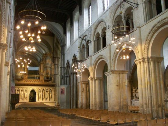 Rochester_Cathedral,_nave_looking_East