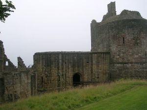 Ravenscraig Castle (Image by user:kilnburn from Wikimedia Commons)