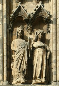 Statues of Eleanor of Castile and King Edward I from Lincoln Cathedral (Author Von Lincolnian (Brian) from Wikimedia Commons)
