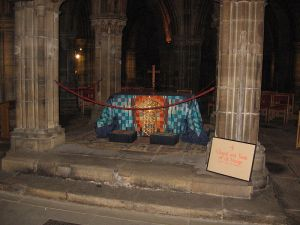 Chapel and Tomb of St. Mungo in Glasgow Cathedral (Image by Maltesedog from Wikimedia Commons)