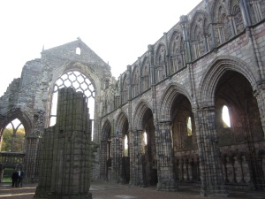 Ruins of the nave of Holyrood Abbey (Photo by the author)