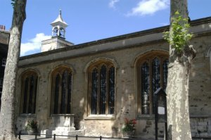 Chapel of St. Peter ad Vincula (Attribution en:User:MattHucke of http://www.graveyards.com)