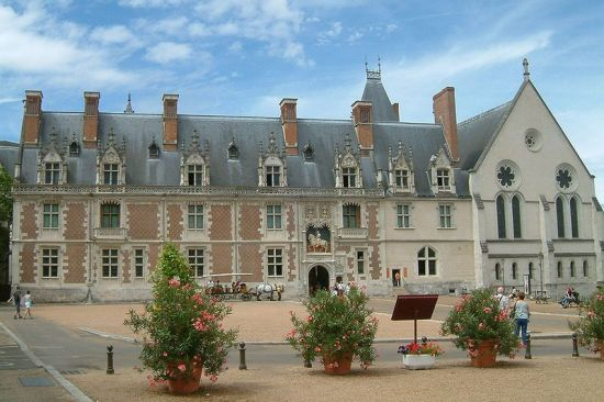 The Louis XII wing of the Château de Blois (Image by Christophe Finot from Wikimedia Commons)