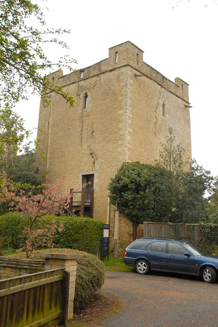 Longthorpe Tower, Peterborough.  Photo from geography.org.uk by Julian Dowse