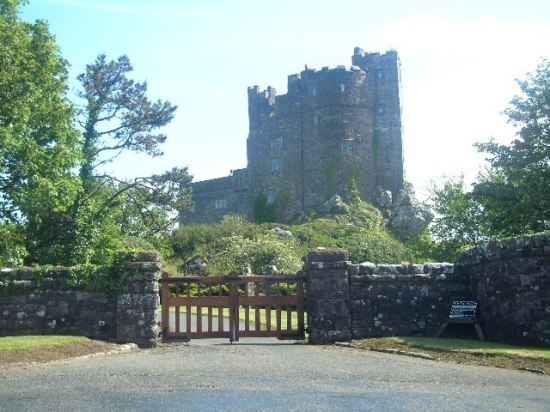 Roch Castle where Lucy was born.  (Photo by Bob Jones from Wikimedia Commons)
