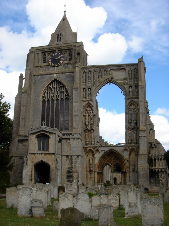 Ruins of Crowland Abbey  (Photo copyright of Thorvaldsson from Wikimedia Commons)