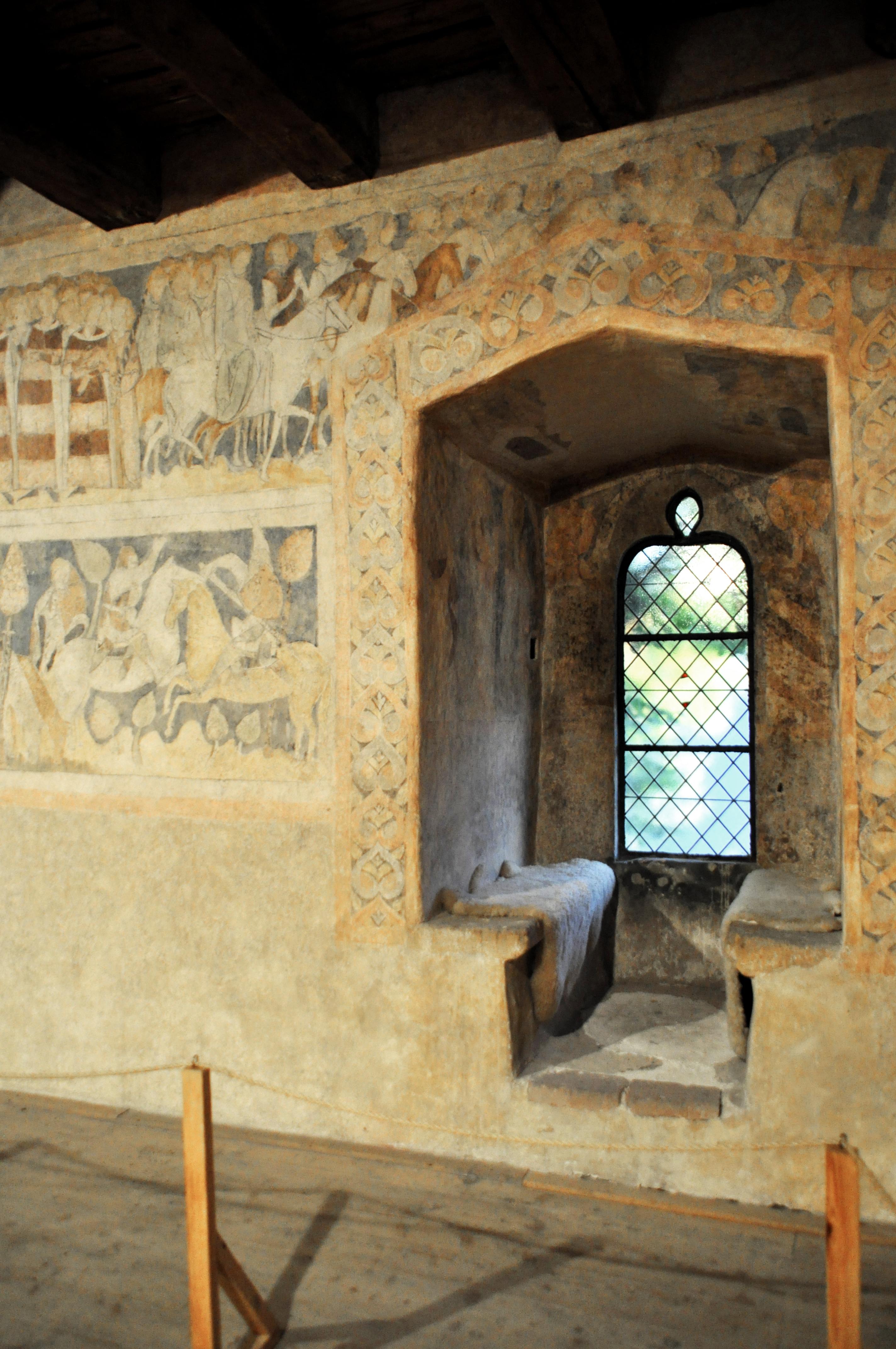 Discovering King Arthur: Arthurian Wall Paintings Preserved in ...